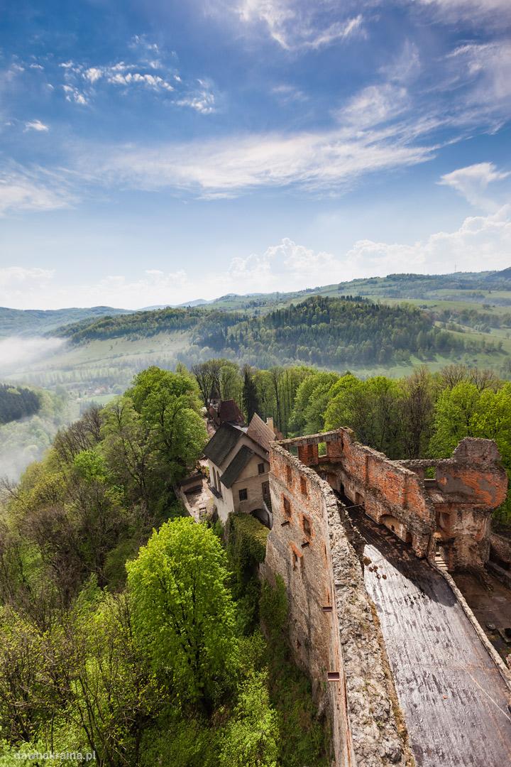 Widok na Zamek Grodno z wieży zamkowej.