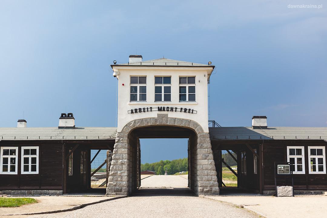 Brama obozu Gross-Rosen w Rogoźnicy