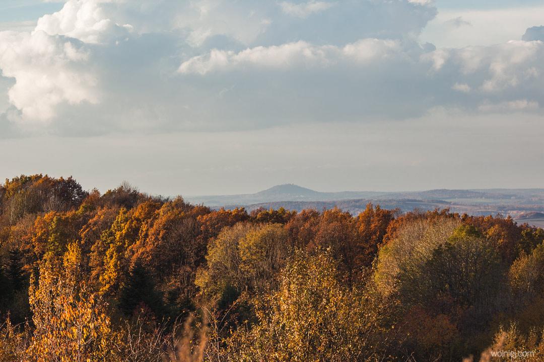 Widok na górę Grodziec ze wzgórza Rosocha i Radiostacji Rudiger