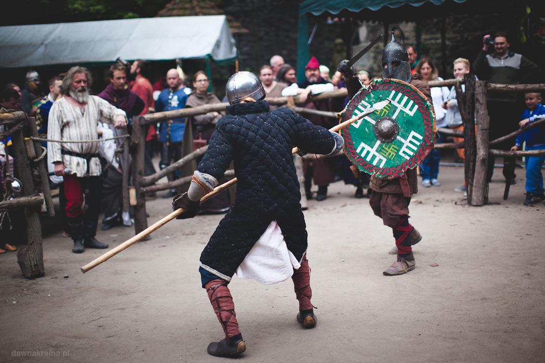 Walki rycerzy na Zamku Grodziec podczas jarmarku średniowiecznego