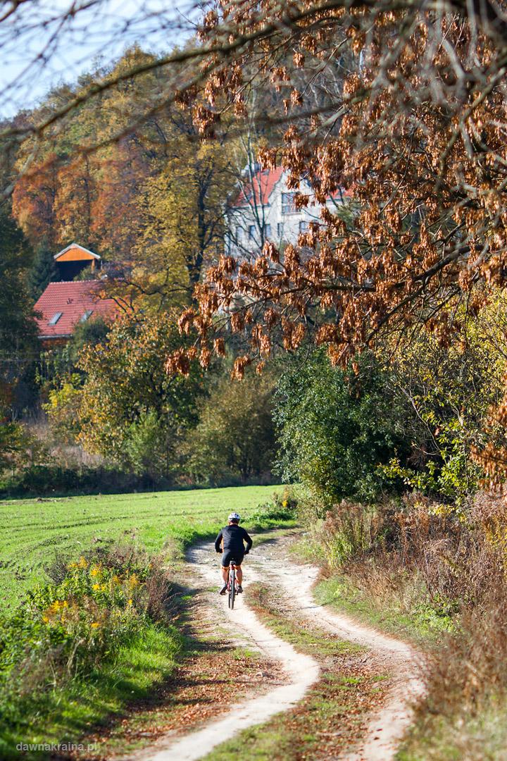 Okolice Zamku Grodziec jesienią.