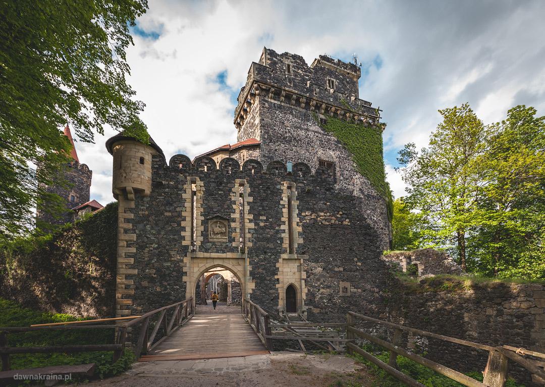 Front zamku Grodziec.