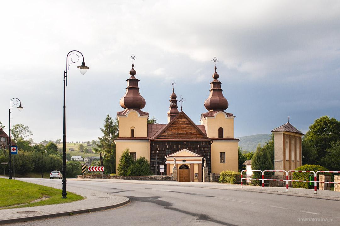 Parafia św. Michała Archanioła w Ropie przy Parku Miniatur w Ropie