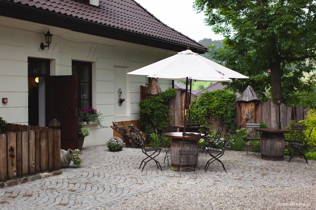 Ogródek w Gościńcu Dworskim w Ropie