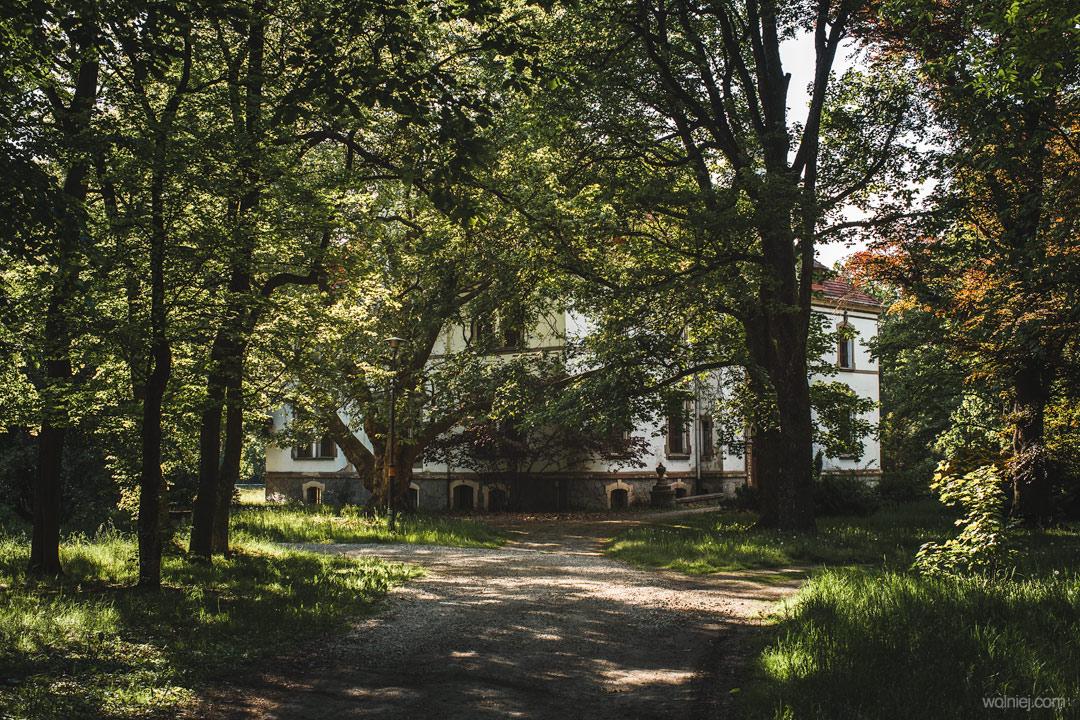 Pałac Targoszyn i ogród który go otacza