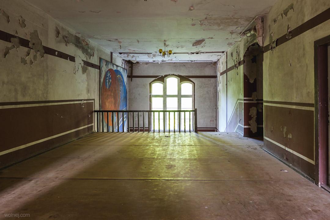 Pałac targoszyn i jego wnętrza na kolejnym piętrze.