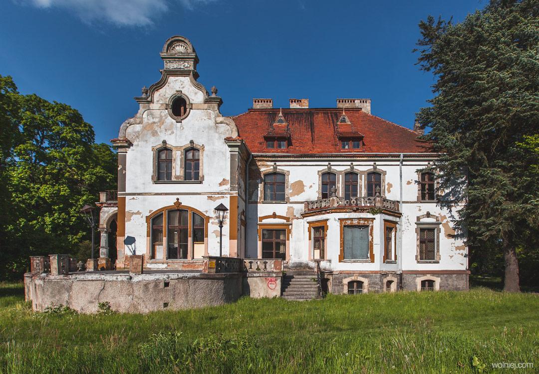 Pałac targoszyn i jego fasada