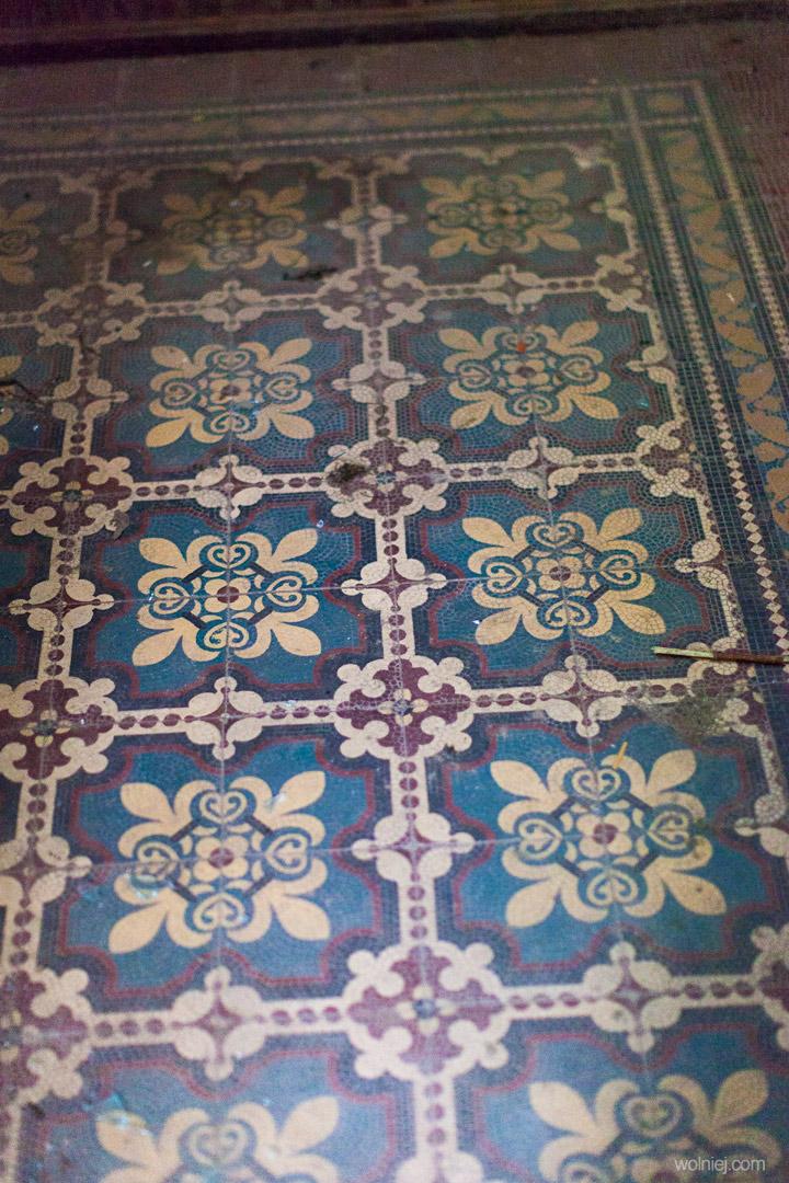 Płytki na podłogach Pałacu Targoszyn