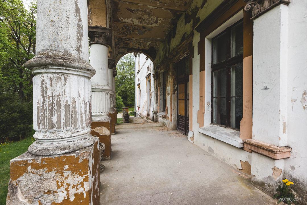Kolumny Pałacu Targoszyn