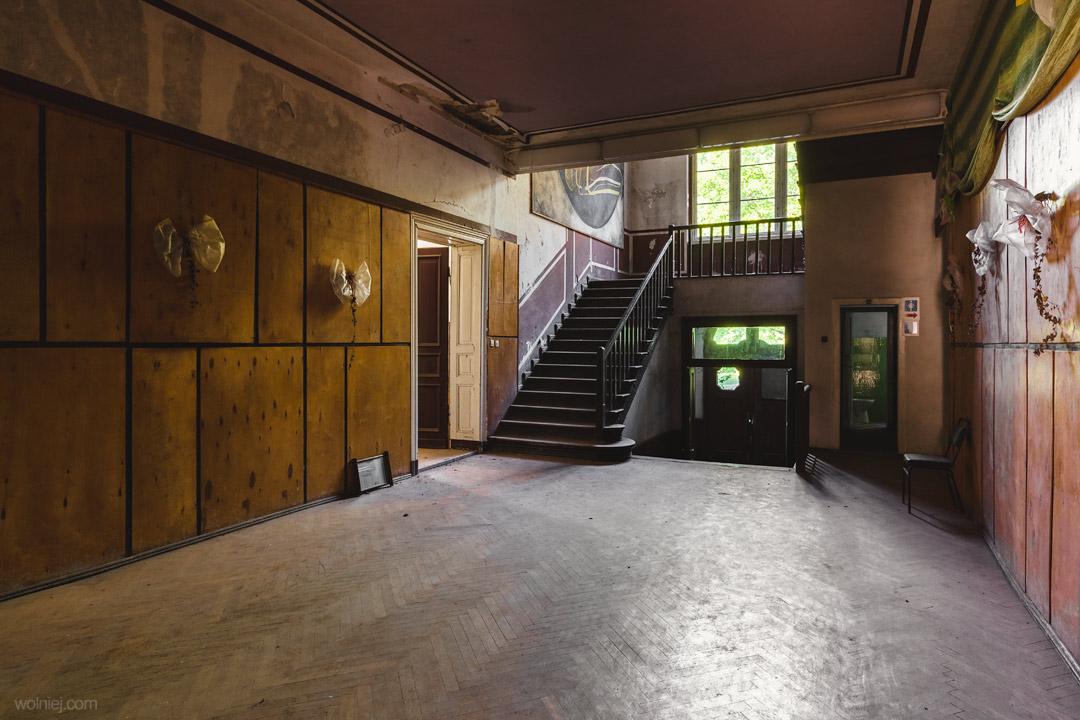 Główny korytarz w Pałacu Targoszyn