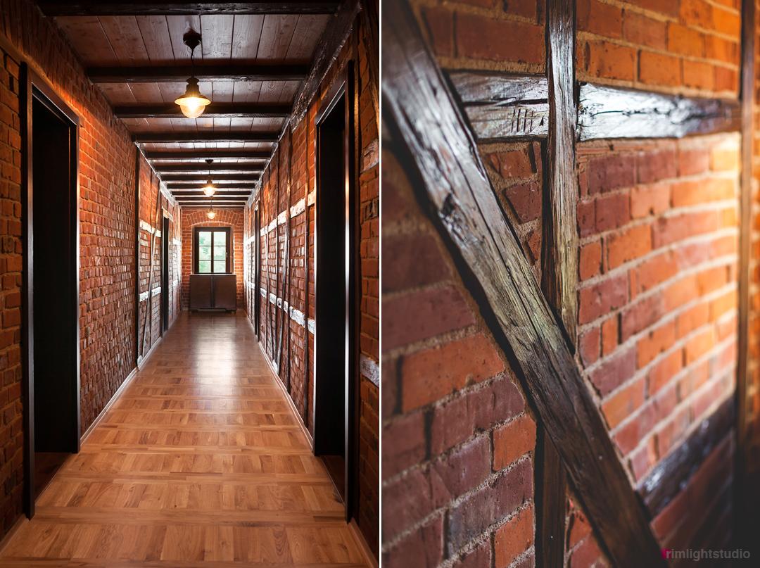 Ceglane ściany, belki, szachulec i drewniany parkiet w Agrohippika