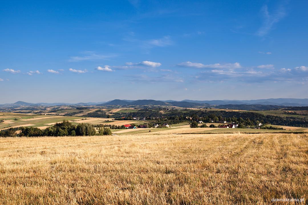 Panorama Miłkowej i okolicy ze wzgórza