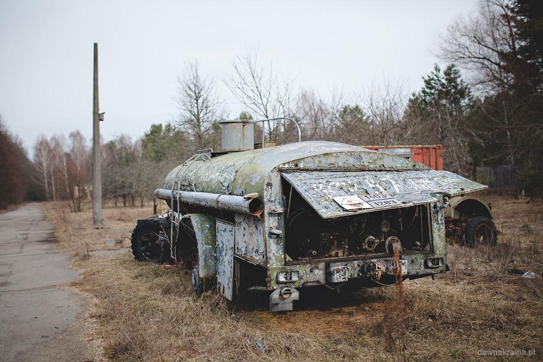 Złom na placu przed radarem Duga. Czarnobyl 2