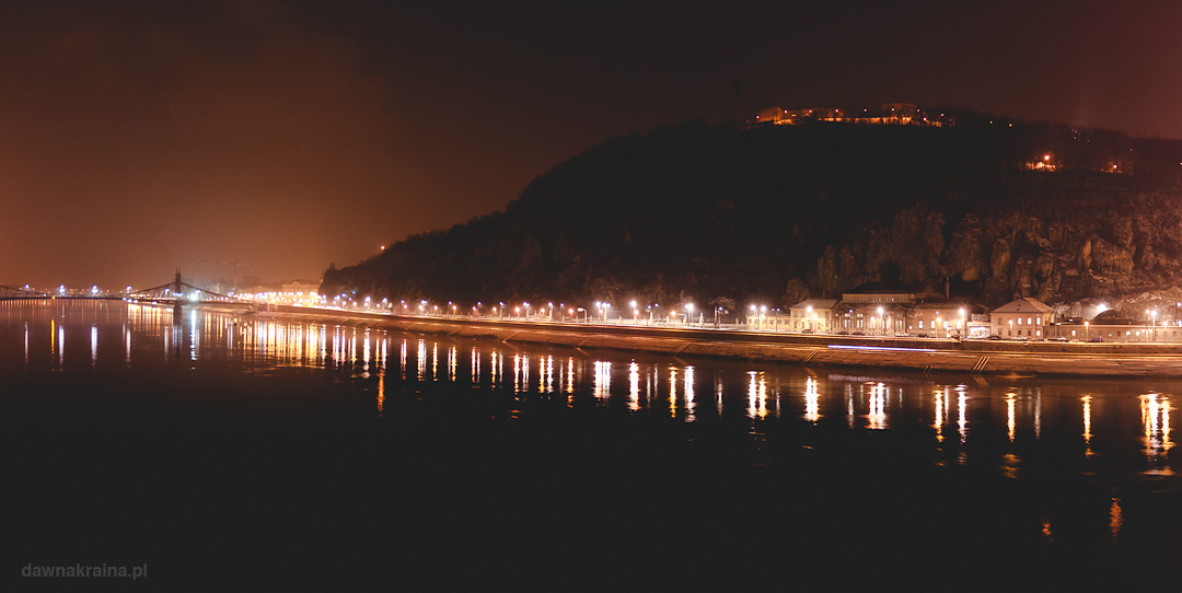 widok na wzgórze i Dunaj nocą