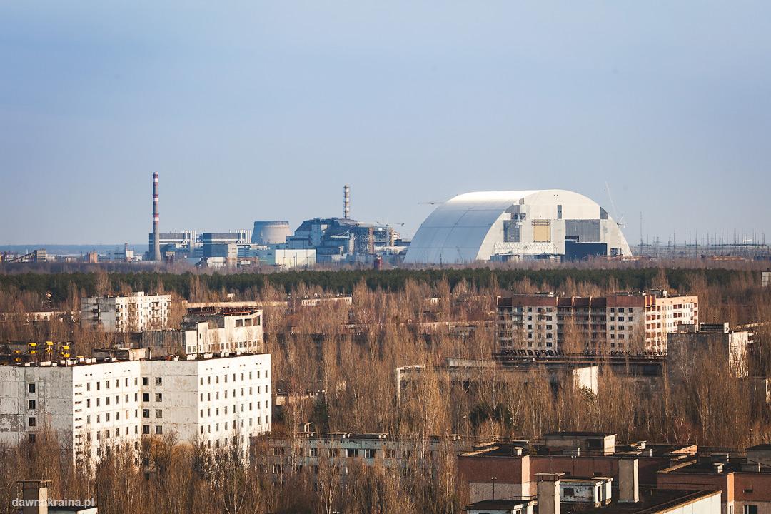 Widok na Prypeć, elektrownię w Czarnobylu oraz NovArkę.