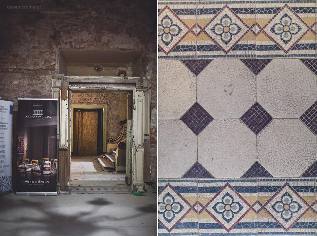 W pałacu zachowały się częściowo kafelki na podłogach.Pałac w Piszkowicach.