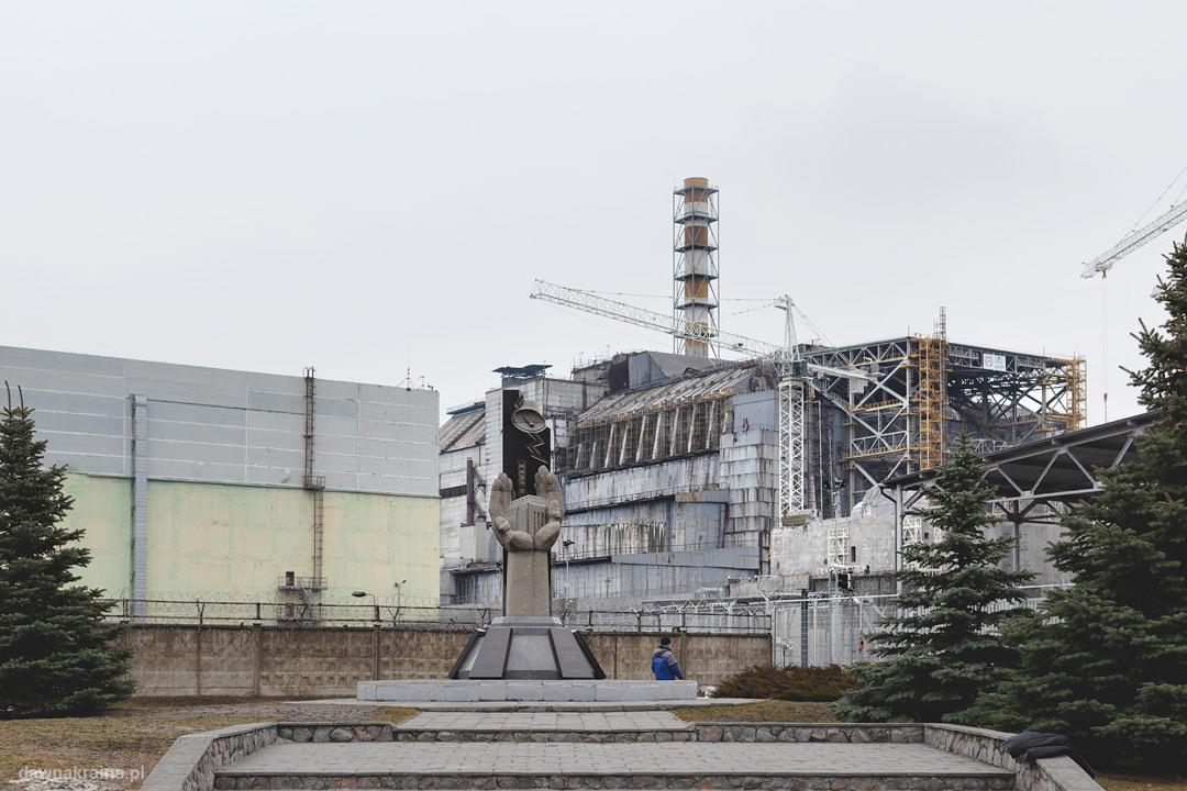 Widok na czwarty blok i sakrofag elektrowni atomowej w Czarnobylu