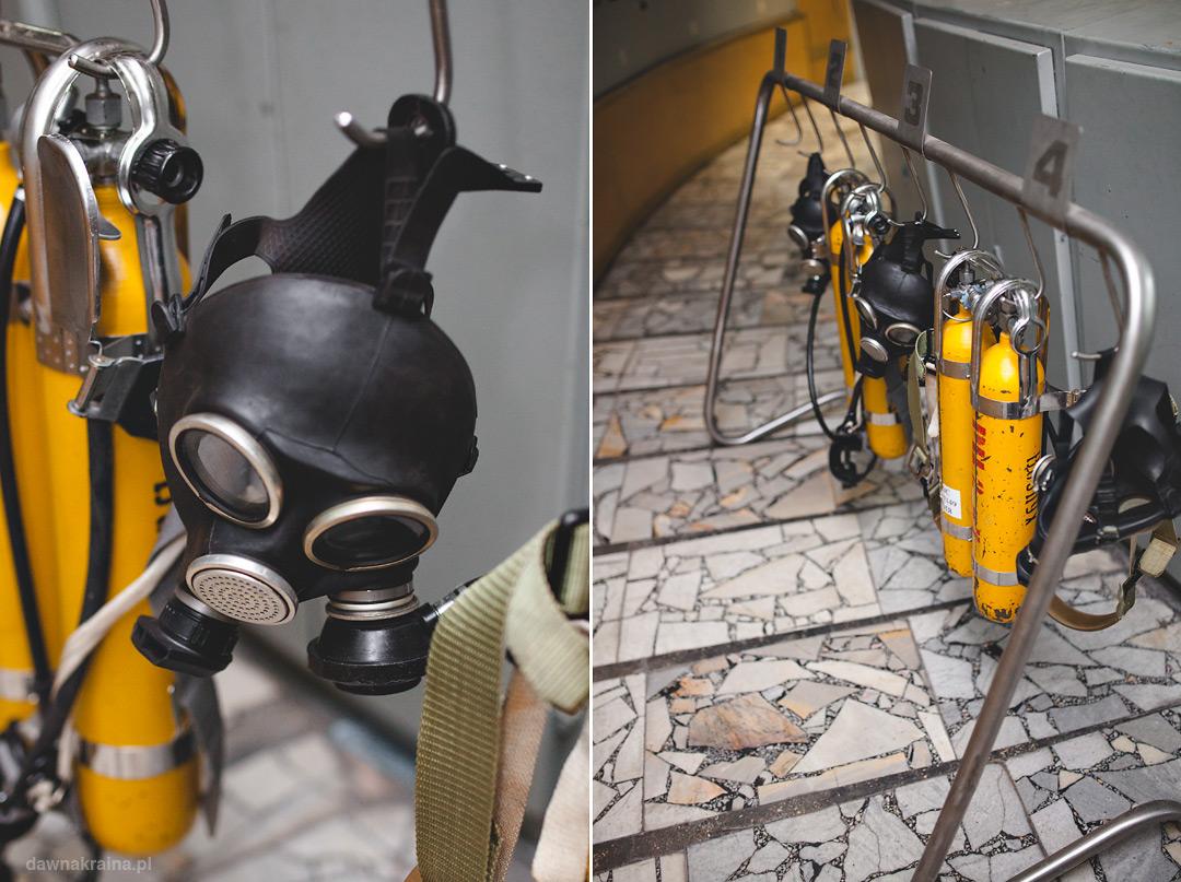 zestaw bezpieczeństwa, butle i maska przeciwgazowa w sterowni trzeciego bloku w Czarnobylu