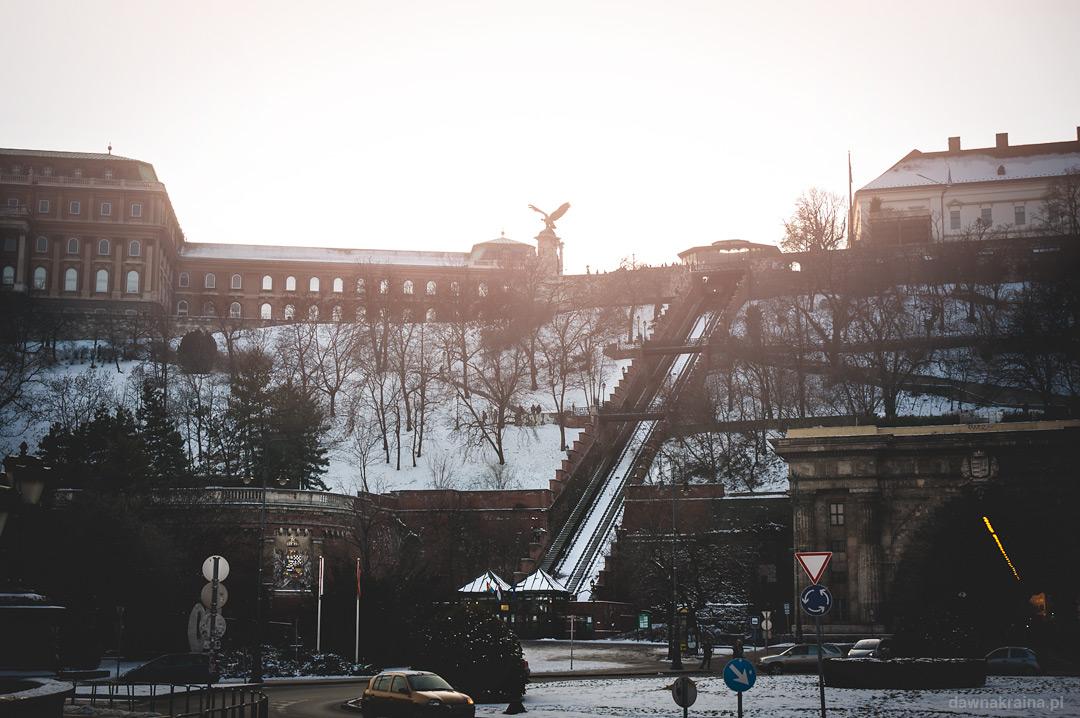 Widok na Zamek Królewski i kolejkę Siklo