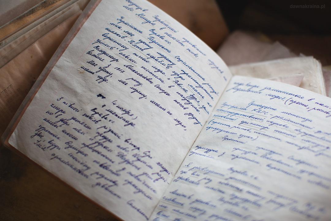Zapisany zeszyt w jednym z pomieszczeń w szkole w Prypeci