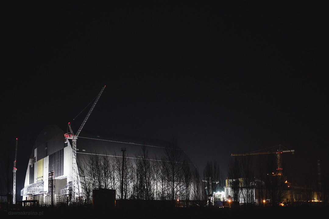 Widok na Novarkę nocą. Nocna eksploracja Prypeci.