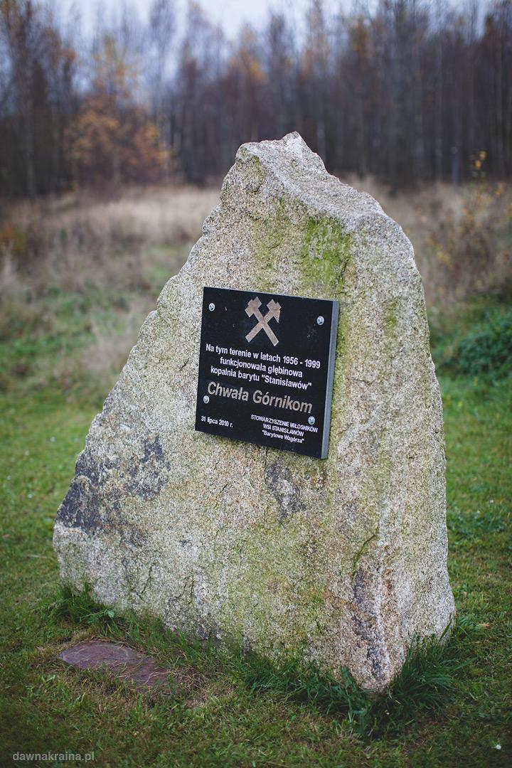 pomnik na cześć Górników pracujących w kopalni barytu w pobliżu Radiostacja Rüdiger 2