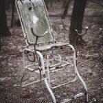 Fotel ginekologiczny przed szpitalem w Prypeci