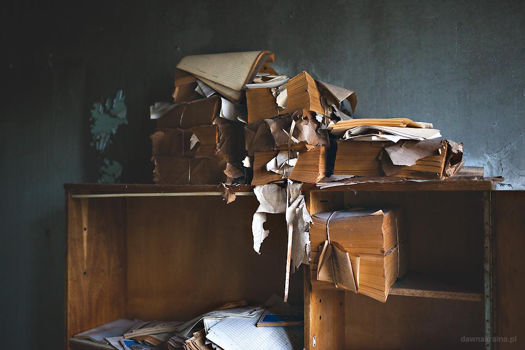Stosy dokumentów w szpitalu w Prypeci