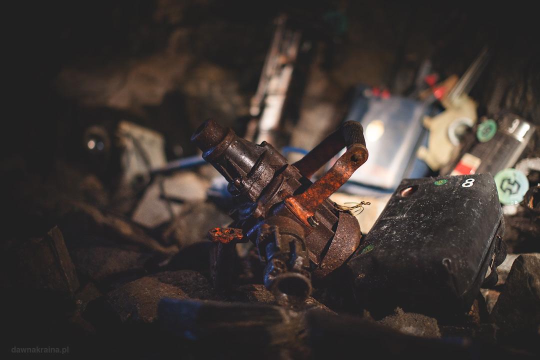 Narzędzia górników w kopalni uranu w Kowarach.
