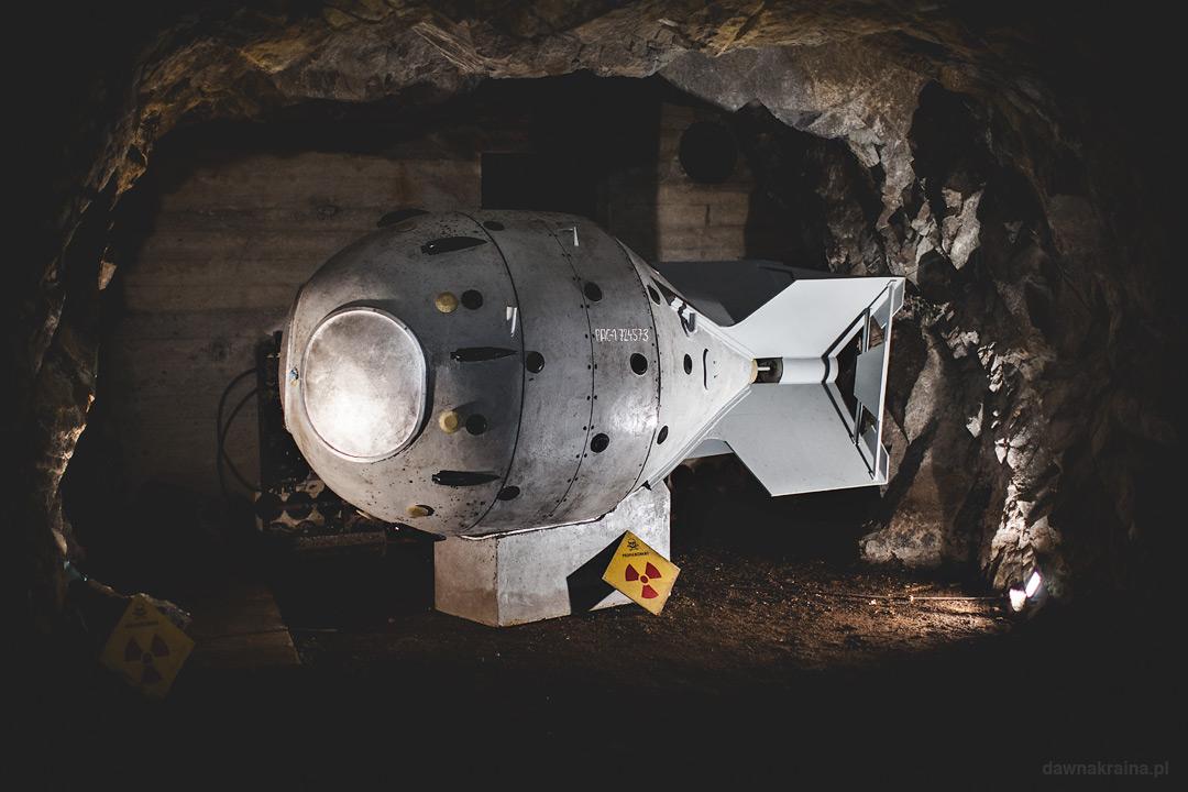Replika radzieckiej bomby atomowej w kopalni uranu w Kowarach