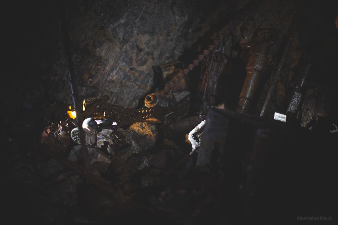 Narzędzia wykorzystywane w kopalni. Kopalnia uranu w Kowarach.