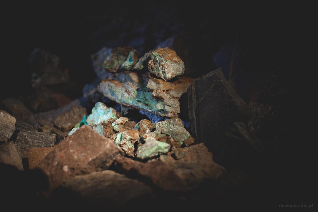 W kopalni zobaczyć można różne minerały. Kopalnia uranu w Kowarach.