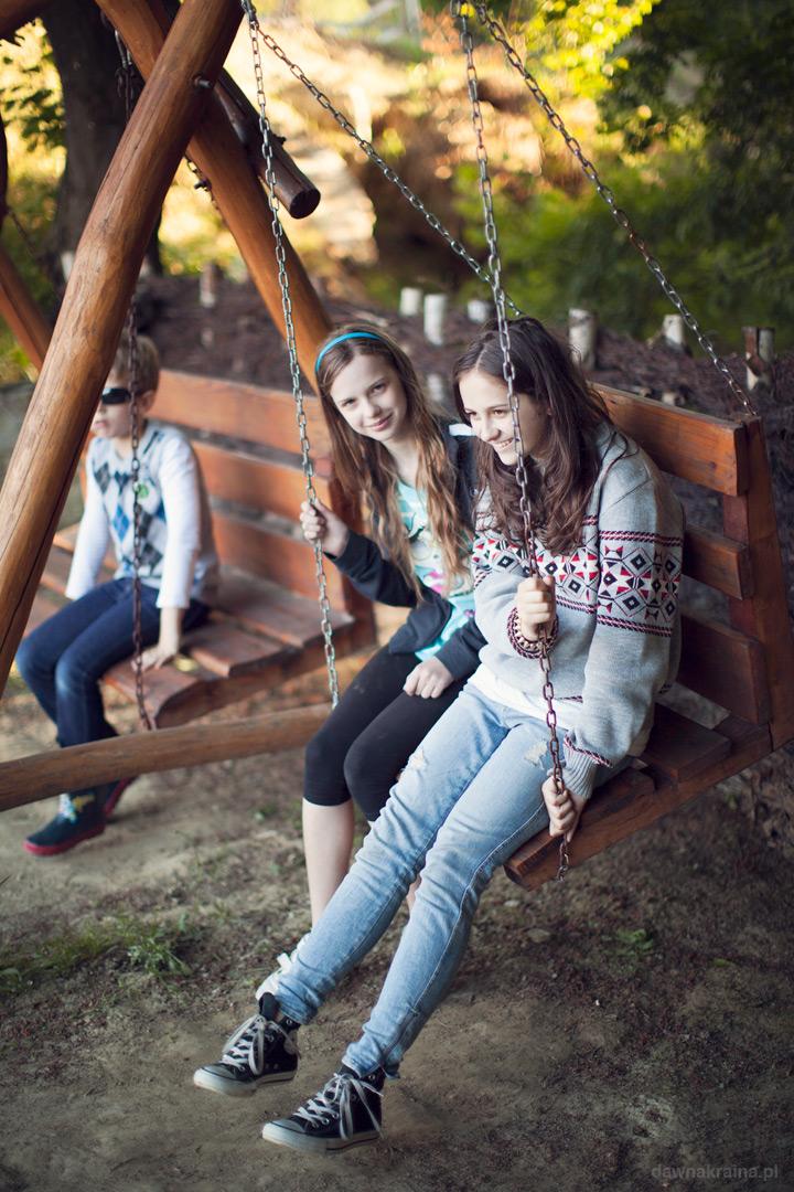 Ognisko podczas pleneru fotograficznego kończącego kurs fotografii dla dzieci.