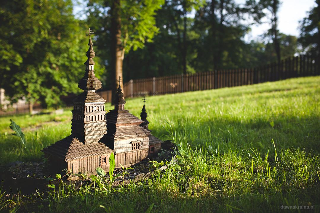Park Miniatur w Ropie, miniaturowy kościółek