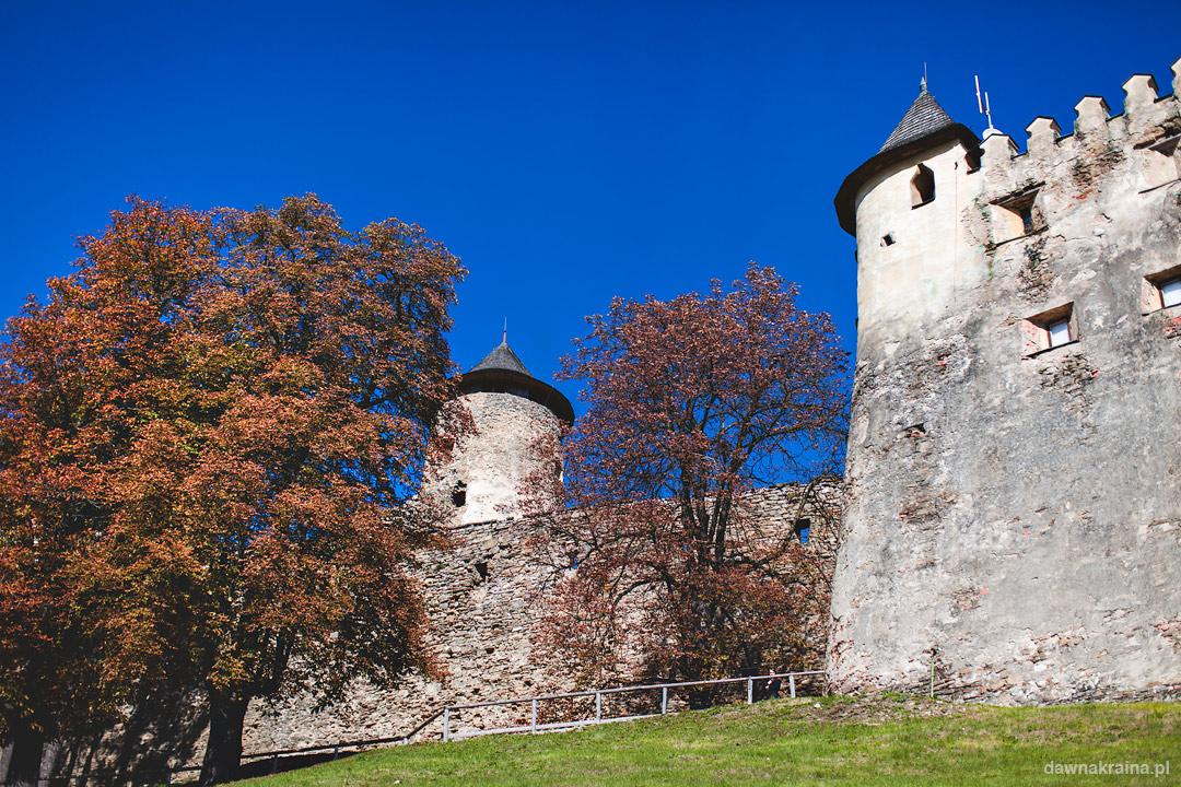 Zamek Lubownia jesienią