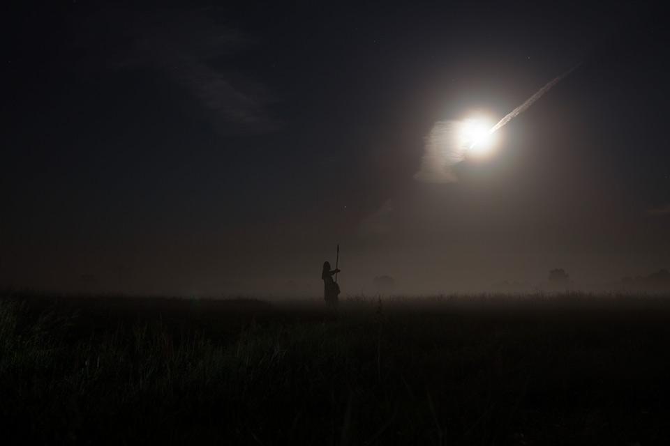 Grodzisko Żmijowiska - budowa pieca szklarskiego - nocne widoki