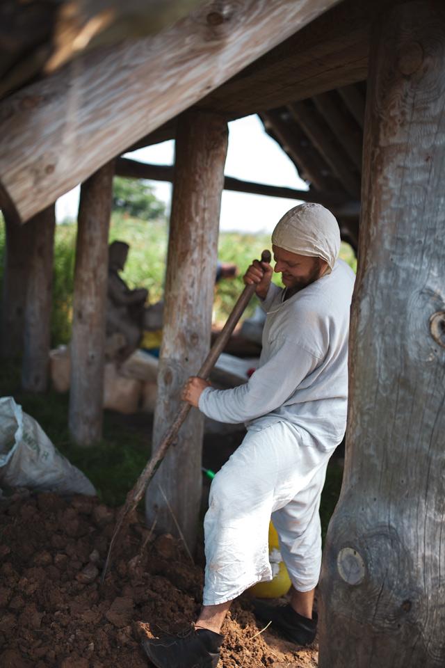 budowa pieca szklarskiego w Groszisku Żmijowiska