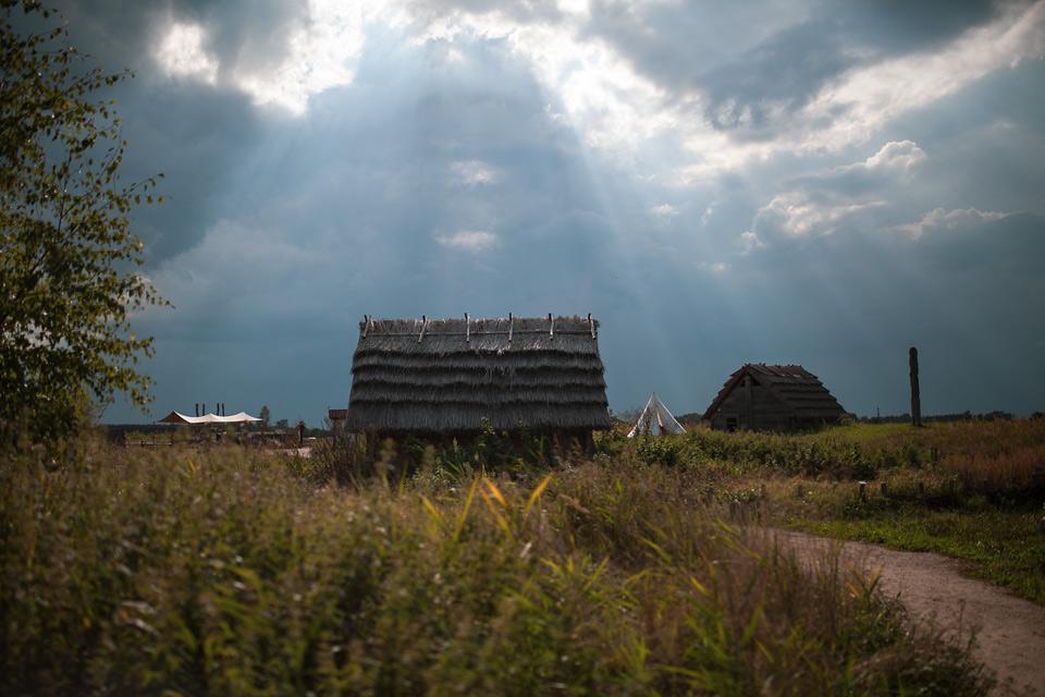 budowa pieca szklarskiego na Żmijowiskach