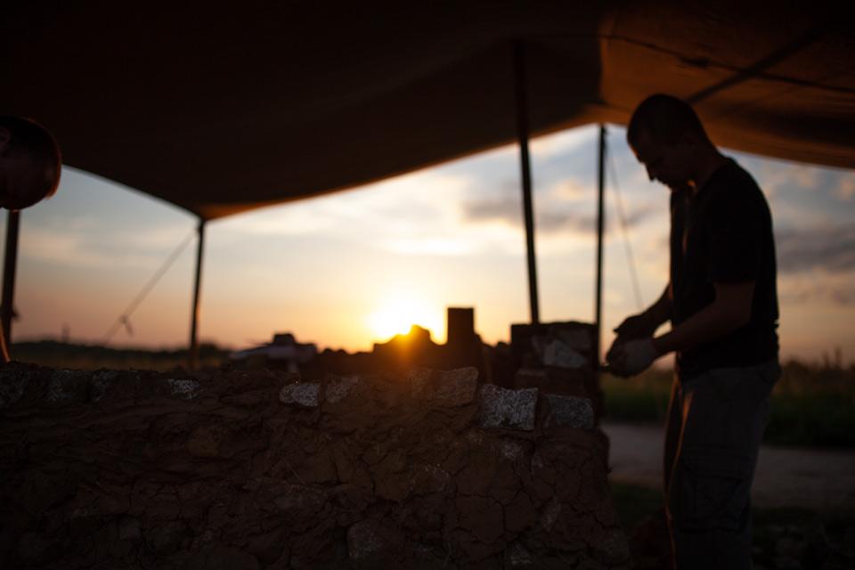 Żmijowiska, jedyny taki skansen - budowa pieca szklarskiego