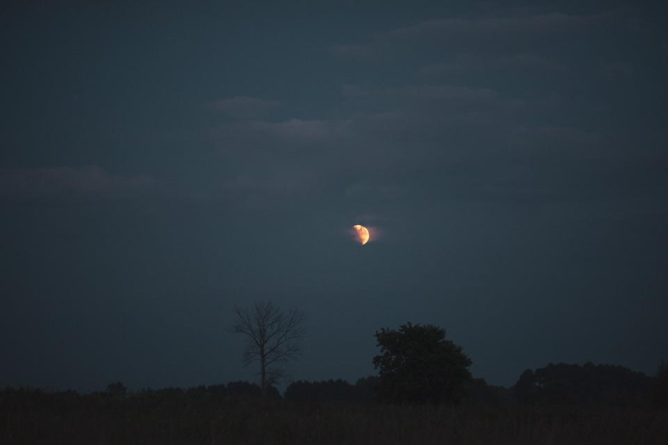 Żmijowiska, pełne zaćmienie księżyca