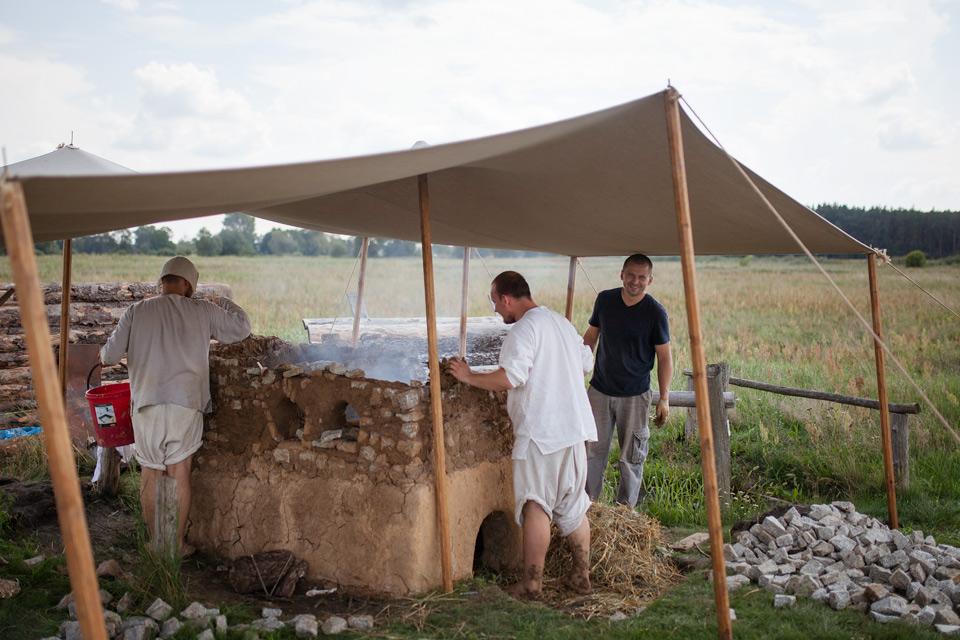 Żmijowiska - budowa pieca szklarskiego