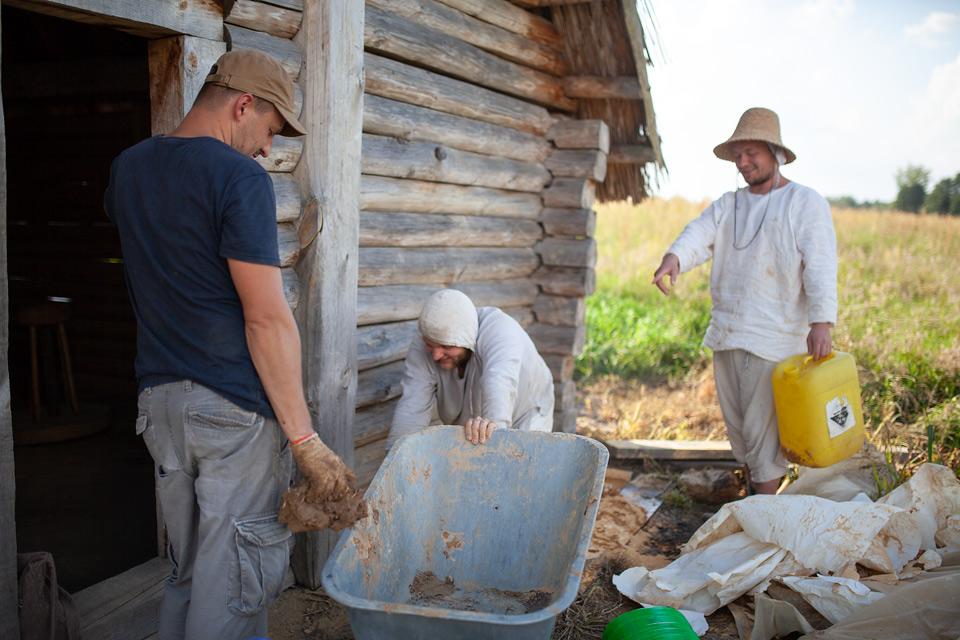 Budowa pieca szklarskiego i chlebowego na Żmijowiskach