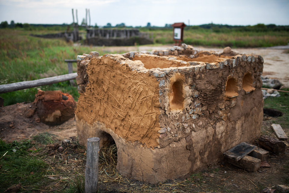 Etapy budowy pieca szklarskiego na Żmijowiskach