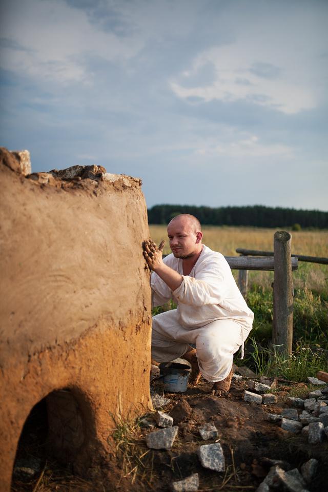 Żmijowiska, budowa pieca szklarskiego.