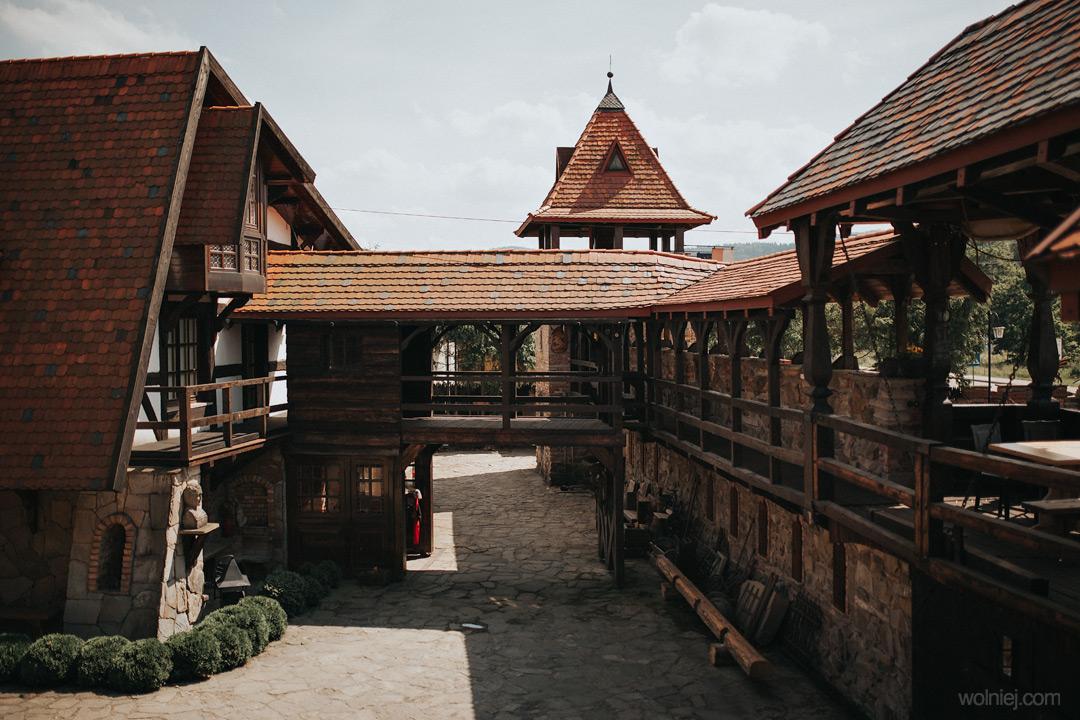 Dziedziniec zamku Stara Baśń