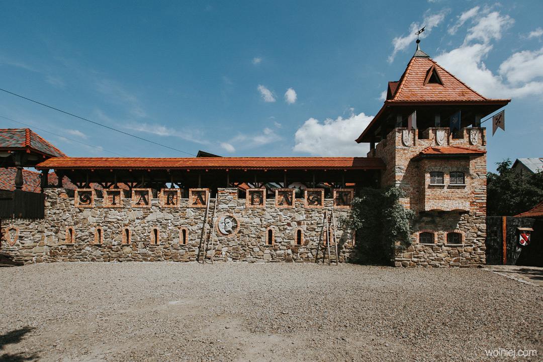 Mury zamku Stara Baśń