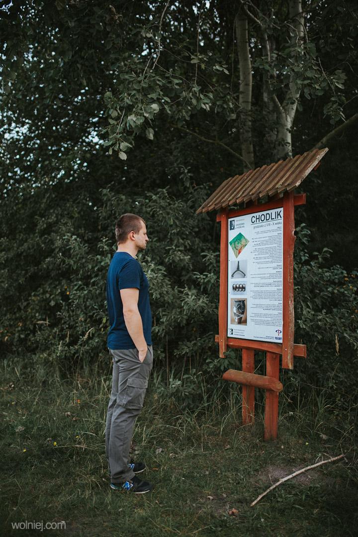 Tablica informacyjna przy Grodzisku w Chodliku