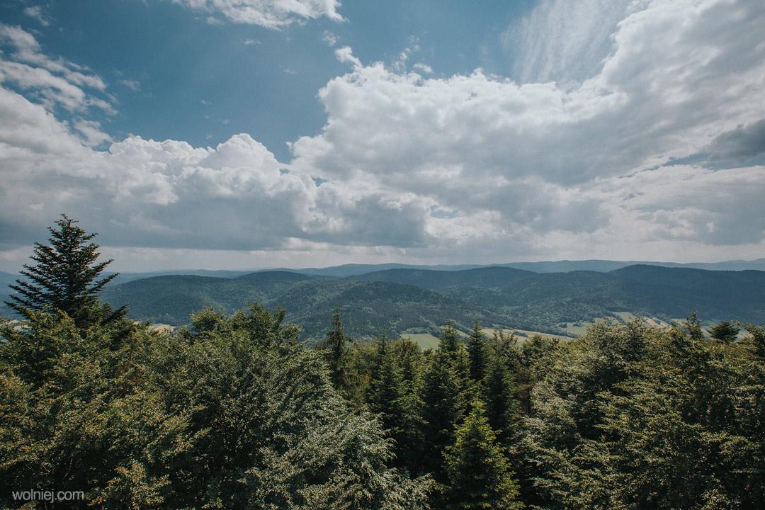 Widok na góry z wieży widokowej na Jaworzu