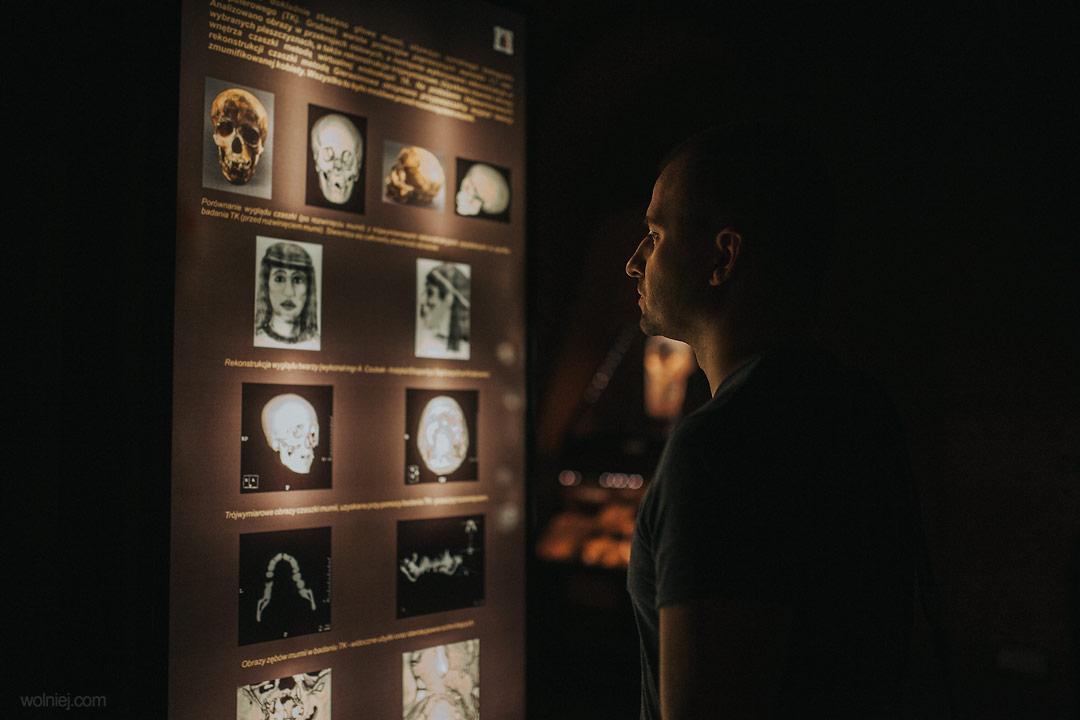 Zdjęcia mumii w Muzeum Archeologicznym w Krakowie