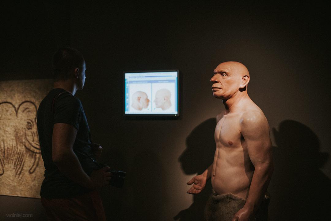 Postać człowieka w Muzeum Archeologicznym w Krakowie
